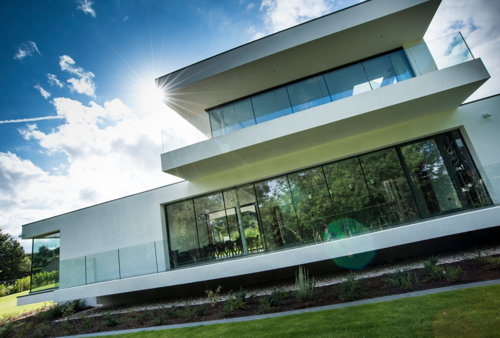 an-elegant-modern-villa-with-cantilevering-forms-overlooking-the-river-clyde-south-lanarkshire-5