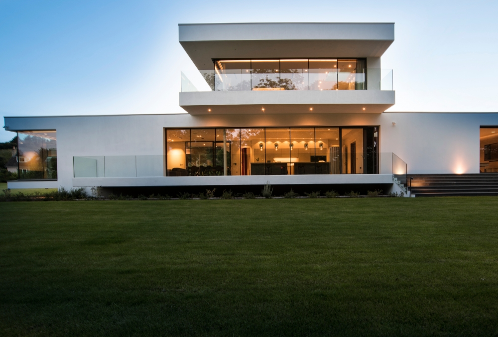 an-elegant-modern-villa-with-cantilevering-forms-overlooking-the-river-clyde-south-lanarkshire-6