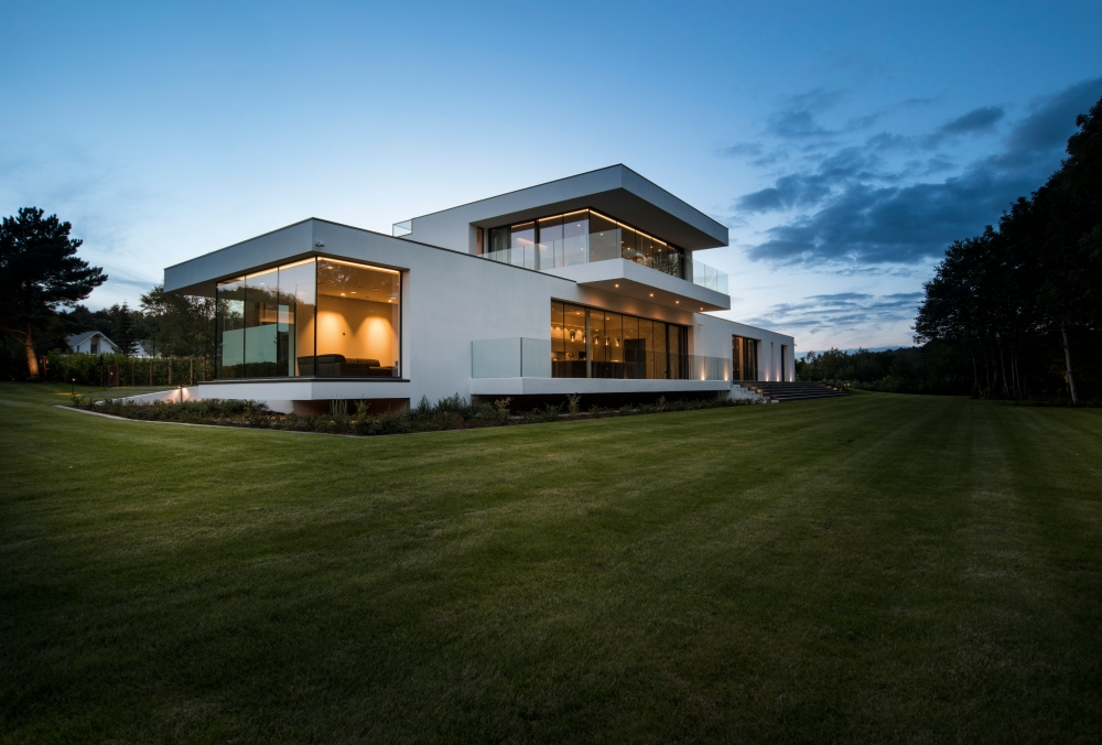 an-elegant-modern-villa-with-cantilevering-forms-overlooking-the-river-clyde-south-lanarkshire-7