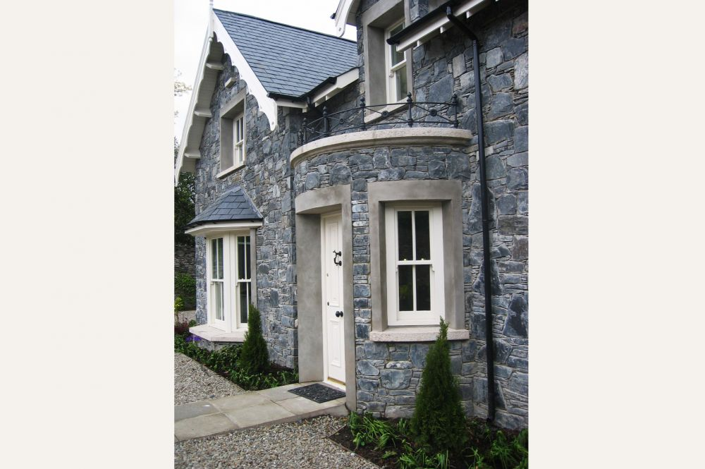 new_stone_built_cottage_in_walled_garden_4