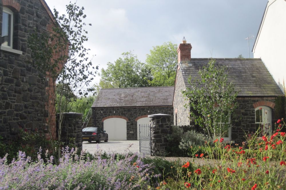 newly_built_rendered_cottage_with_wings_and_outbuildings_2