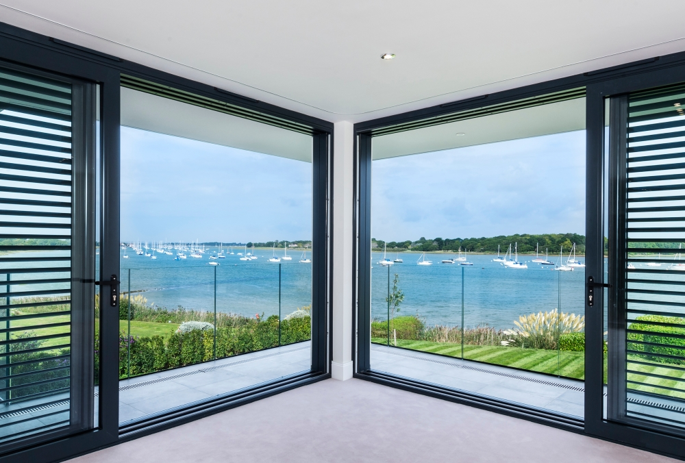 coastal-residence-overlooking-chichester-harbour-west-sussex-located-within-an-area-controlled-by-the-chichester-harbour-conservancy-10