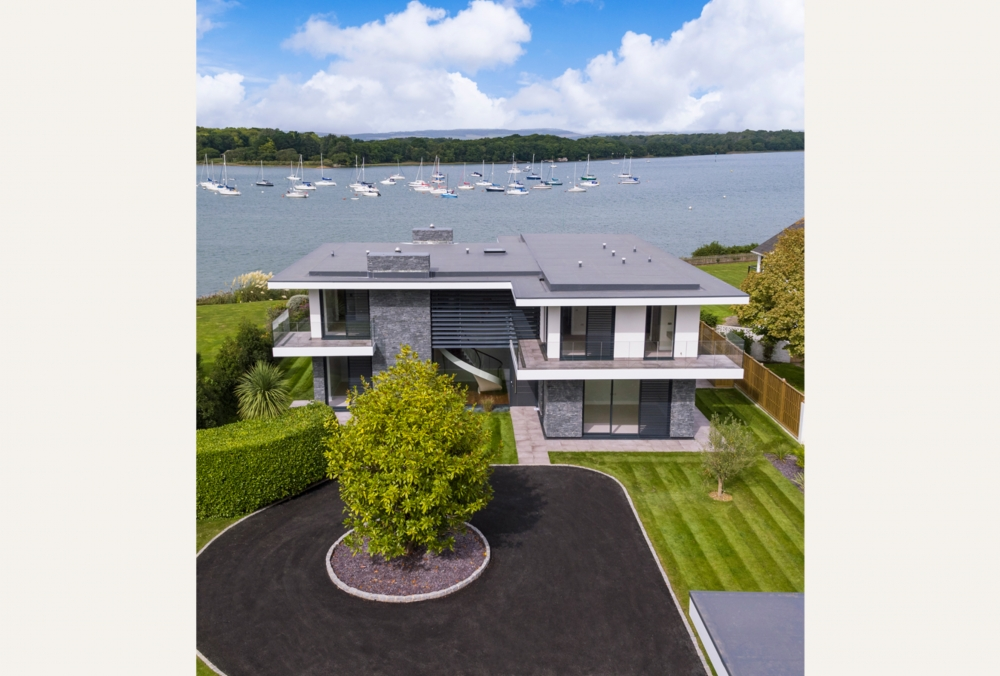 coastal-residence-overlooking-chichester-harbour-west-sussex-located-within-an-area-controlled-by-the-chichester-harbour-conservancy-12