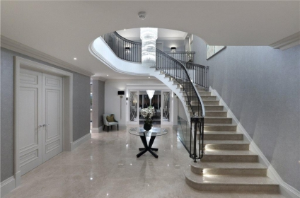 orion-house-located-in-the-crowne-estate-surrey-9