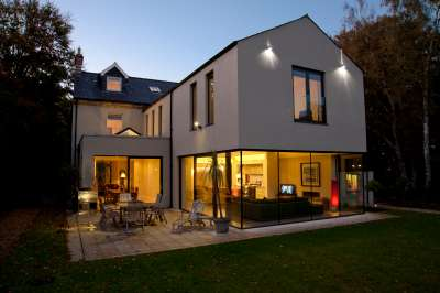 Extension with silicon-jointed glazing brings the outside in to this restored Victorian house